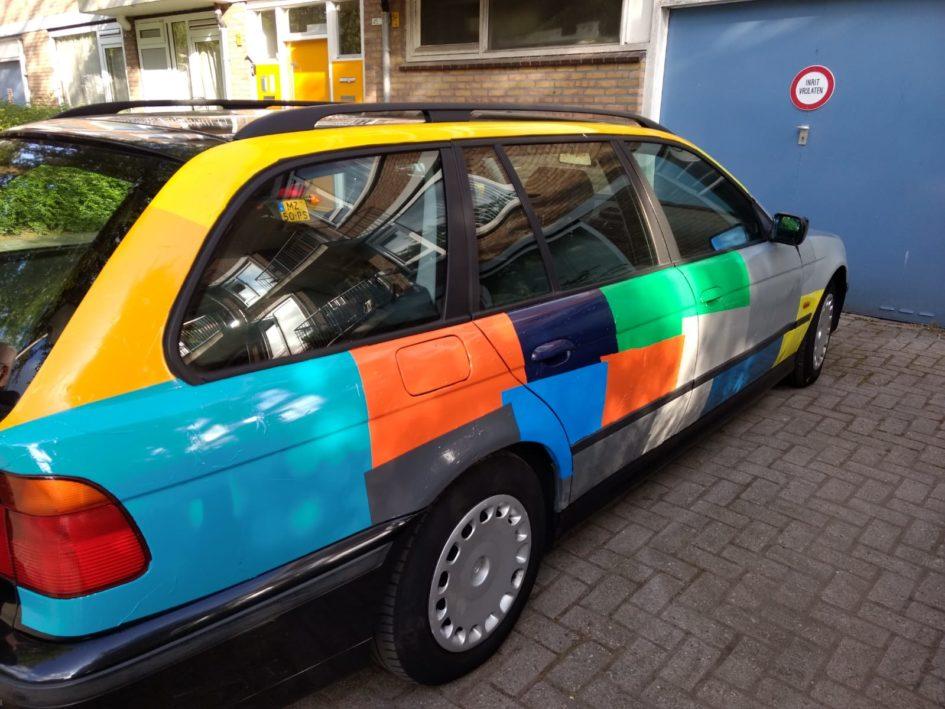 Een Gekleurde Auto Here Iam
